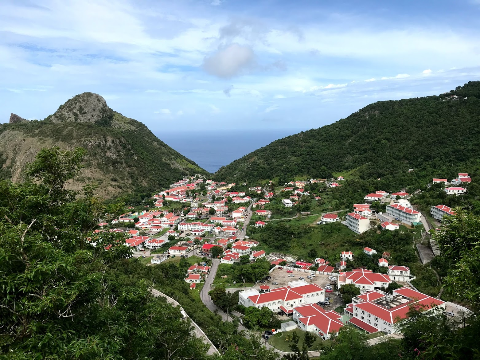 """Diving in the """"Unspoiled Queen"""" of the Caribbean Islands — Saba"""