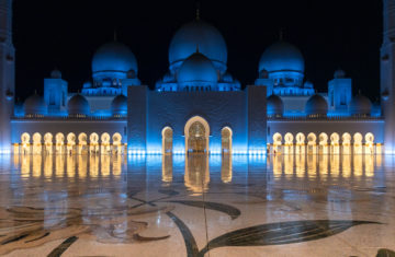 Top 3 Things to do in Abu Dhabi on a Stopover. Sheikh Zayed Mosque